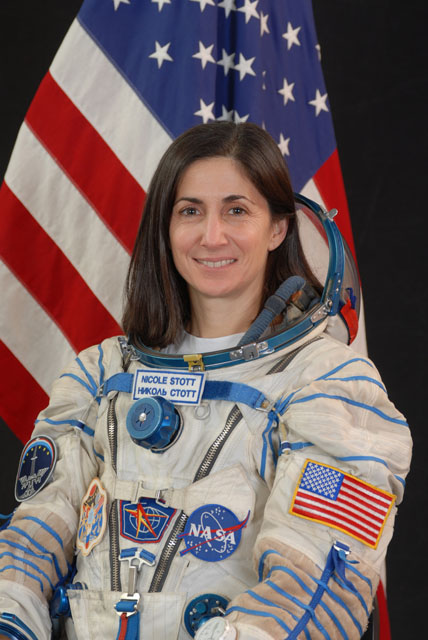 an astronaut in her space suit weighs 300 - photo #7